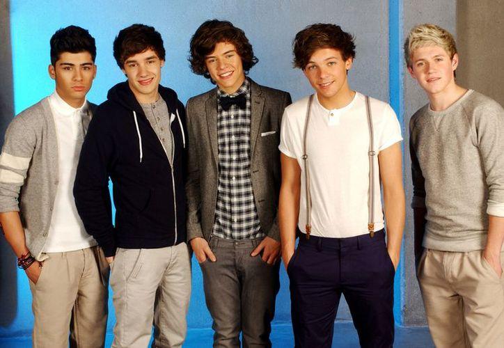 La primera hazaña de One Direction fue cuando su álbum debut, Up All Night, ingresó en el número uno en Billboard Top 200. (Agencia Reforma)
