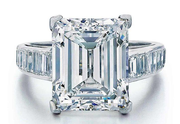 Una joya con un diamante enorme que Donald Trump regaló a su segunda esposa se ofrecerá en subasta por unos 300 mil dólares. (AP)