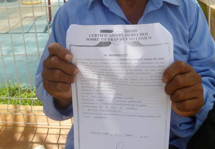 Uno de los certificados que ofrecen los ejidatarios. (Raúl Balam/SIPSE)