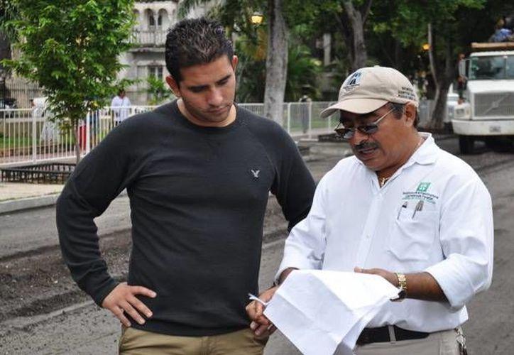 Osante Solís realizó un recorrido para supervisar los trabajos de la obra en proceso. (Cortesía)
