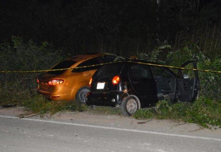 Jonathan, conductor del Chevrolet Matiz, falleció de manera instantánea, mientras que otros dos ocupantes resultaron lesionados. (Redacción/SIPSE)