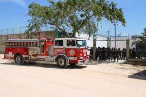 Se amotinan 200 reos en Playa del Carmen