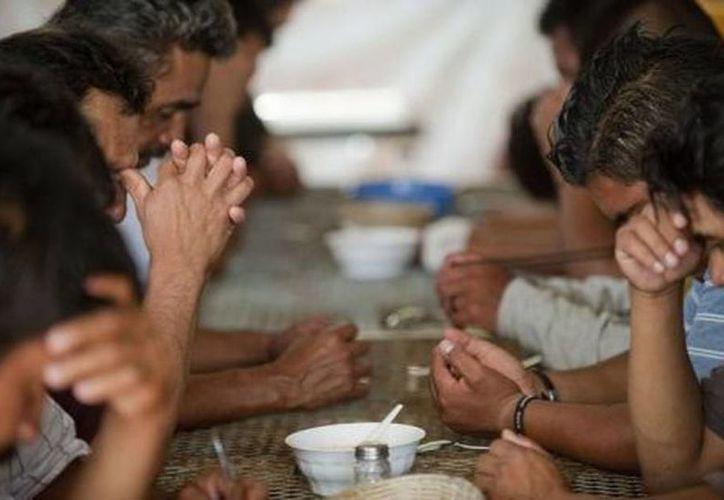Los salvadoreños, quienes pretendían llegar a Estados Unidos, fueron localizados por parte del Ejército mexicano en una casa del estado de Tamaulipas. (prensalibre.com)