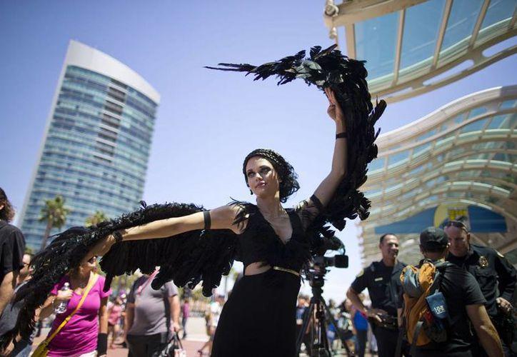 """El personaje de Katniss Everdeen, de """"Los juegos del hambre: Con llamas"""" no podía faltar a la Comic-Con 2014 en San Diego. (AP)"""