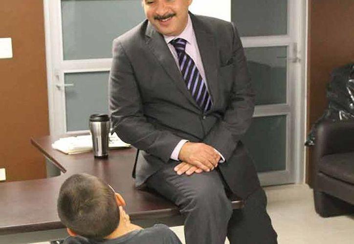 Imagen del niño ya rescatado por las autoridades durante la declaración de los hechos en la Fiscalía de Aguascalientes. (Excelsior)