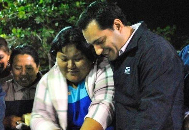 El diputado Mauricio Vila convivió con vecinos de los fraccionamientos Francisco de Montejo y Yucalpetén con motivo del Día de Reyes. (SIPSE)