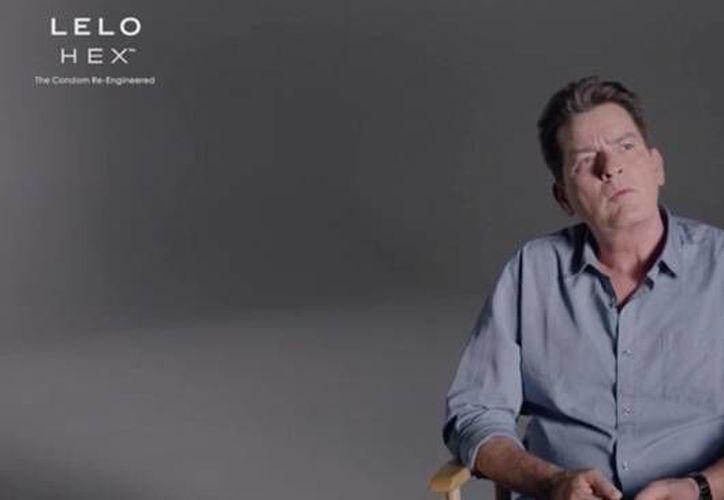 Charlie Sheen es la nueva imagen de la marca de condones Lelo Hex en Estados Unidos. (Imagen/ Captura de pantalla Youtube)