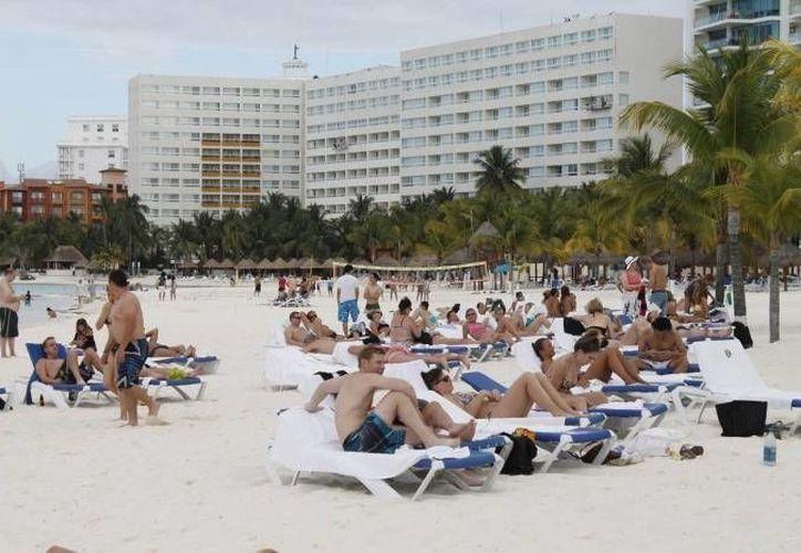 La temporada vacacional generó buena ocupación hotelera en los destinos mexicanos; en la foto se muestra uno de los más populares, Cancún. (Archivo/SIPSE)