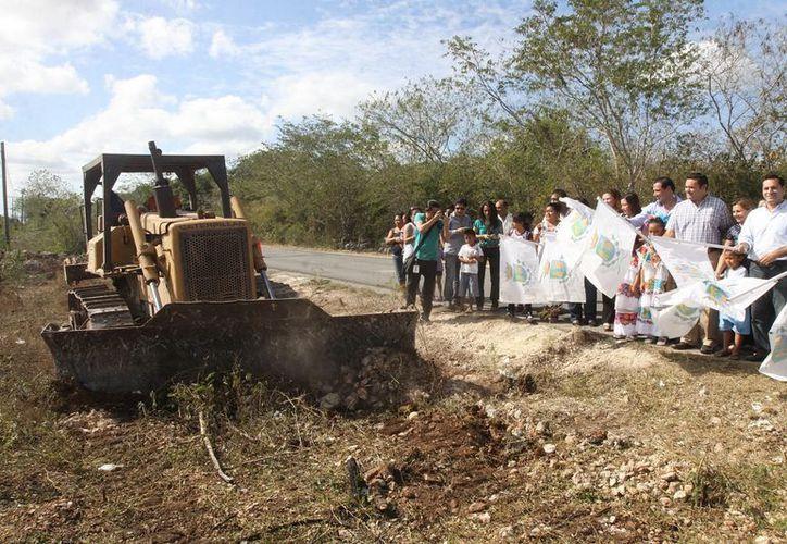 En San Ignacio Tesip se invertirán casi 7 mdp para rehabilitación y ampliación del camino que lleva a la comisaría de Molas. (Cortesía)