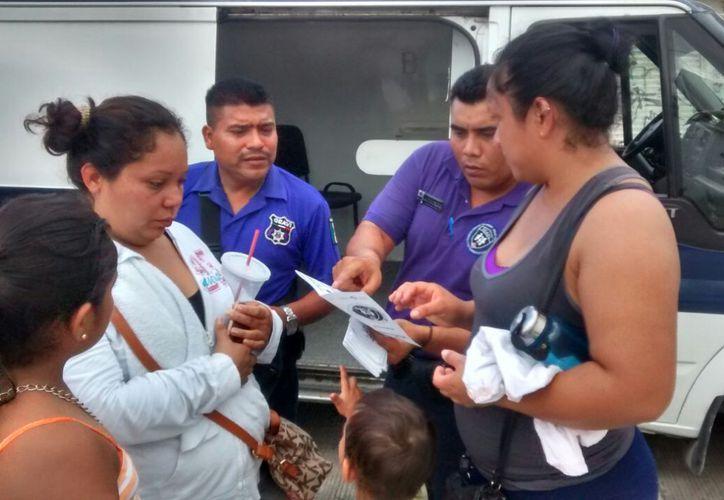 La capacitación a los operadores es brindada por el personal del Instituto Quintanarroense de la Mujer. (Redacción)