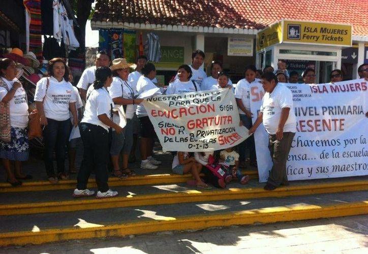 El coordinador municipal del SNTE dijo continuarán manifestándose hasta mediados de febrero. (Lanrry Parra/SIPSE)