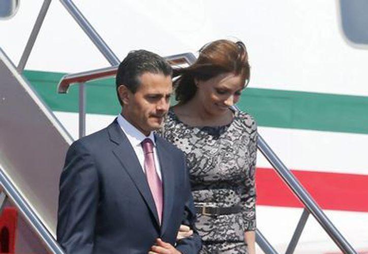 Llegada del presidente Enrique Peña y la primera dama Angélica Rivera a Bali. (Agencias)