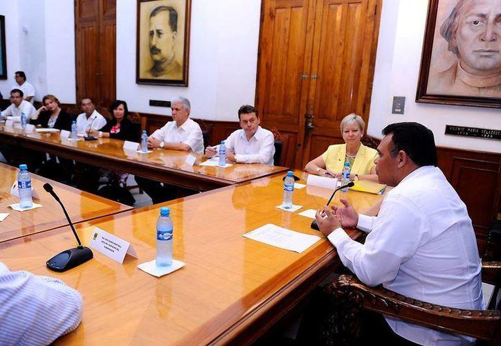 Los embajadores también se reunieron con el gobernador Rolando Zapata y otros miembros del Gabinete. (SIPSE)