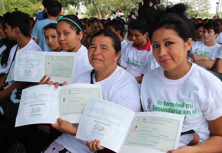 El Ieaey reporta que dos  mil 791 yucatecos están en proceso de acreditar su primaria. (Milenio Novedades)