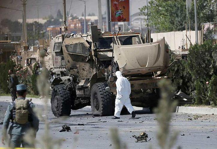 Un coche bomba atacó el domingo un convoy danés perteneciente a la misión militar liderada por la OTAN. (AP).