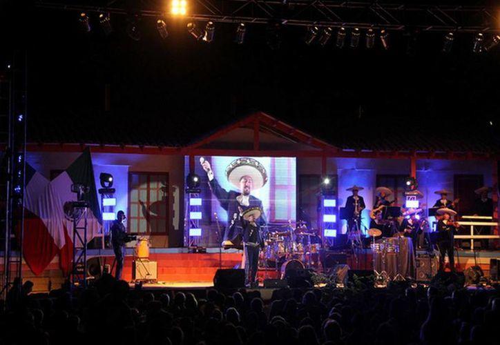 Publico de todo Chile acude año con año al Festival del Cantar Mexicano. (Chanco.cl)