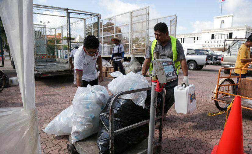El programa de recolección de residuos se realiza periódicamente entre la población. (Octavio Martínez/SIPSE)