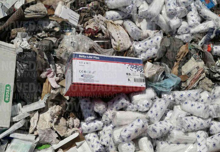 Cajas de medicamentos, gasas y otras sustancias de uso del Sector Salud fueron halladas en un tiradero de basura, en Chetumal. (Alejandra Carrión/SIPSE)