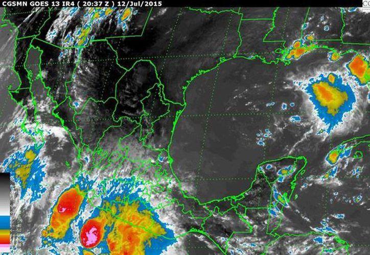 Se indicó que para las próximas 24 horas se espera cielo medio nublado a nublado con chubascos, tormentas eléctricas y granizo en forma aislada, y lluvias intensas en la mayor parte del país. (smn.cna.gob.mx)