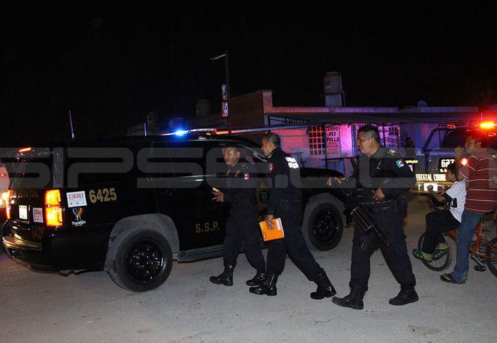 Elementos de la SSP, así como de la Policía Municipal de Kanasín arribaron para poner fin a la trifulca.   (Martín González/SIPSE)