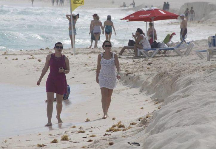 Los extranjeros tienen en mente a Cancún para vacacionar. (Israel Leal/SIPSE)