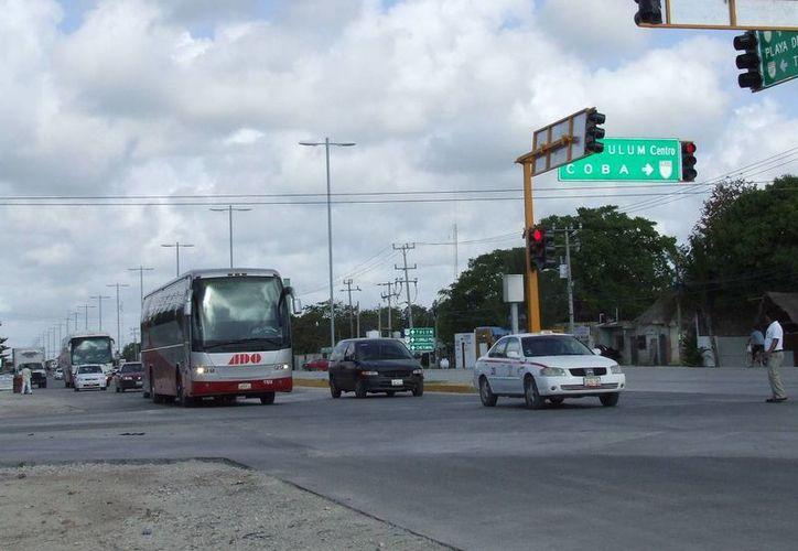 Autoridades e inversionistas aseguraron que Tulum tendrá en breve una terminal de autobuses temporal en dos meses.  (Rossy López/SIPSE)