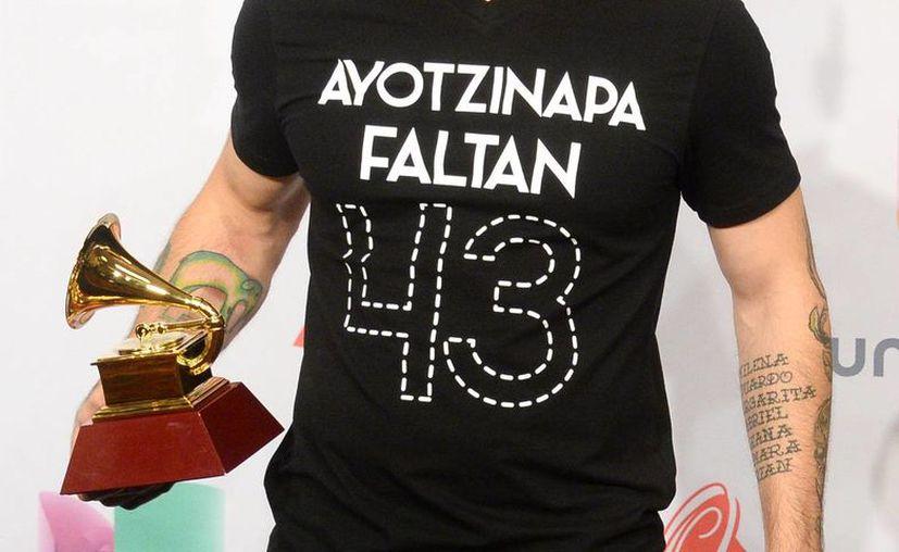 El pasado sábado, Calle 13 ofreció un concierto en el Palacio de los Deportes, donde se vendieron camisetas como la que usó René Pérez en los Grammy. (Archivo/AP)