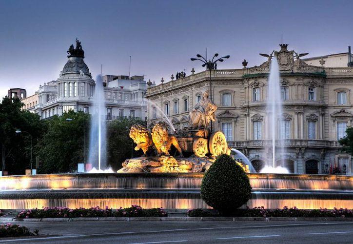 España comenzó a registrar más turismo debido a los problemas económicos y de terrorismo que enfrenta Europa. En la imagen, la emblemática fuente de Cibeles, uno de los atractivos de Madrid. (muralto.es)