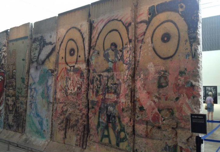 El Muro de Berlín cayó el 9 de noviembre de 1989 gracias a la influencia de personalidades como el Papa Juan Pablo II y Mijail Gorvachov. (Notimex)