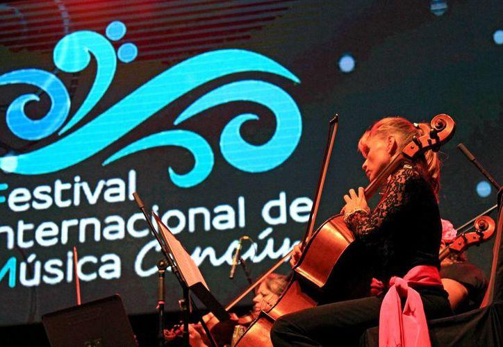 La Orquesta Sinfónica de Mujeres de México se presentó ante el público por primera vez, en el Festival Internacional de Música de Cancún. (Jesús Tijerina/SIPSE)
