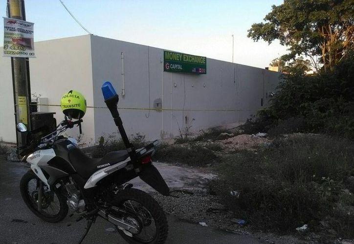El área fue acordonada por los elementos policíacos. (Sergio Orozco/SIPSE)