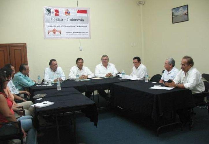 la reunión comercial entre ambos países se llevó a cabo en la Central de Abastos de Cancún. (Israel Leal/SIPSE)