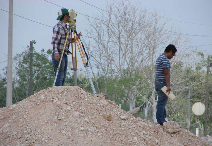 La SCT realizó mediciones convenientes a efecto de que se clarifique la extensión del área afectada. (Manuel Salazar/SIPSE)