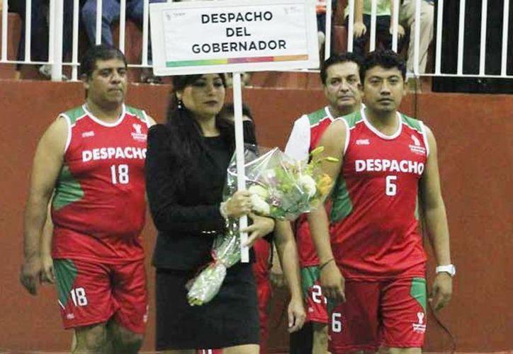 Imagen del equipo del Despacho del Gobernador en el XXVIII del Torneo Interdependencias. (Milenio Novedades)