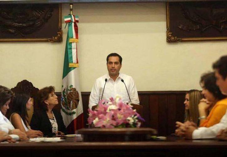 Imagen del alcalde de Mérida, Mauricio Vila, quien solicitará permiso en sesión extraordinaria al Congreso para viajar a Chile y recibir el reconocimiento para la capital yucateca. (Milenio Novedades)