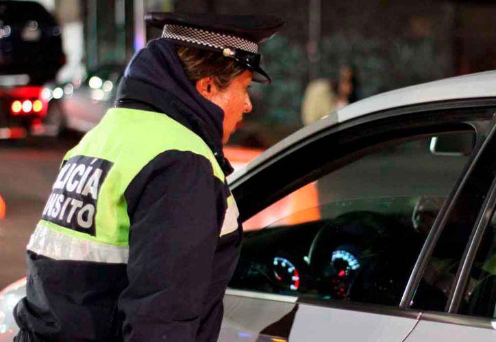 El conductor en aparente estado de ebriedad se dio a la fuga del reten de policía. (Foto: Contexto)