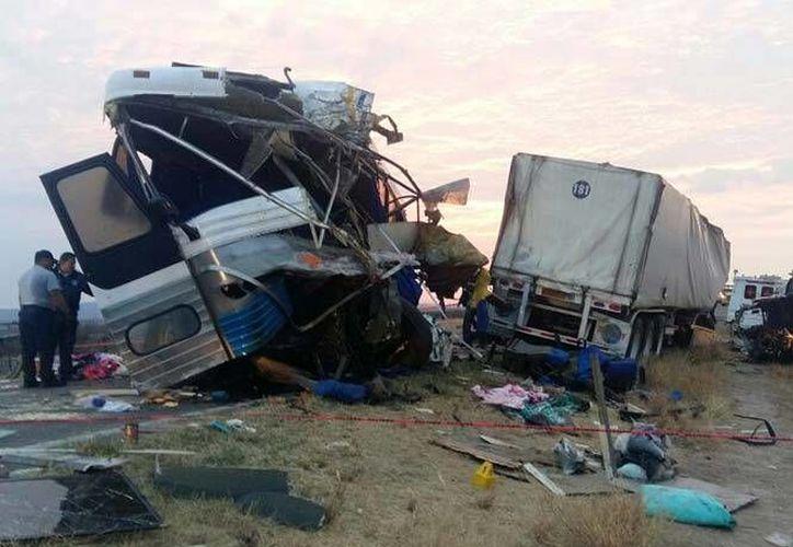 Nueve personas resultaron lesionadas debido al fatal accidente en una carretera de Chihuahua. (Twitter.com/@Miguelkuco)