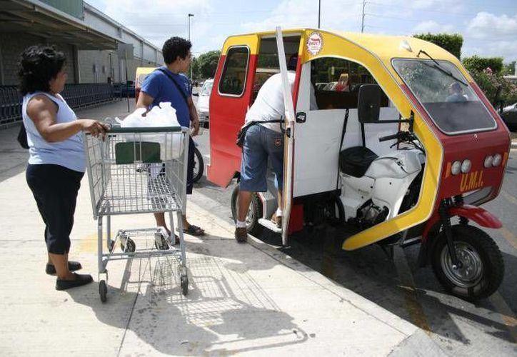 Aunque los mototaxis cuenten con cascos y estén en óptimas condiciones, siguen siendo ilegales. (SIPSE/Archivo)