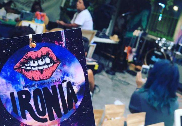 """La primera edición de """"Ironía: artesanía, música y poesía"""" se realizó esta semana en un restaurante de Cancún. (Cortesía)"""
