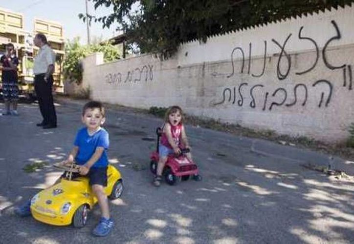 Ya no es raro que las conversaciones en árabe se vean intercaladas por expresiones típicamente hebreas. (prensalibre.com)