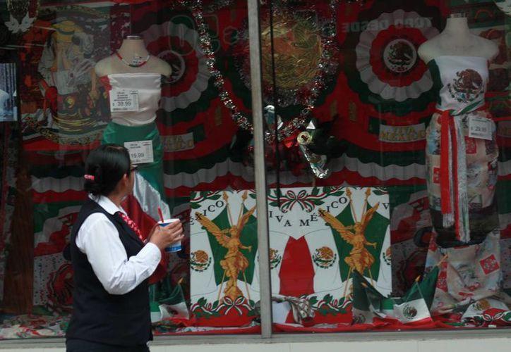 Comerciantes, restauranteros y hoteleros esperan ventas por Fiesta Patrias de más del 5% en comparación al 2015. (Jorge Acosta/SIPSE)