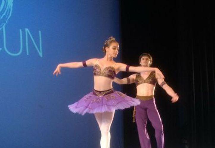 El evento de clausura se llevó a cabo en el Teatro de Cancún. (Faride Cetina/SIPSE)