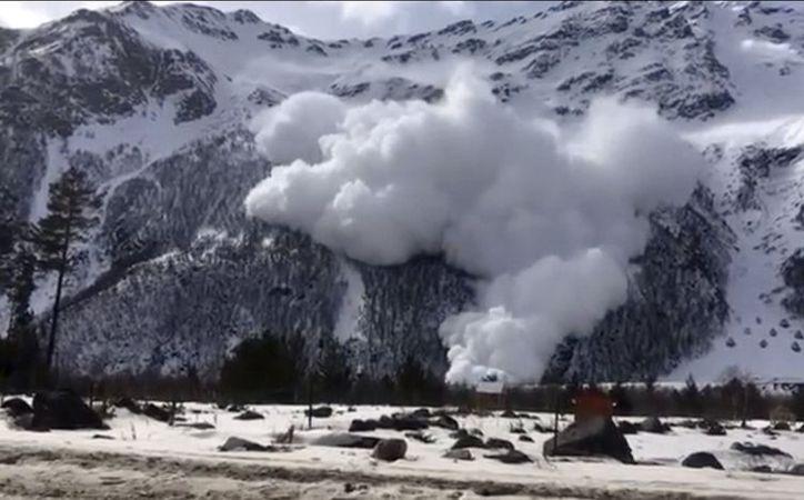 La avalancha fue inesperada pero las autoridades rechazaban que los turistas se acercaran. (East2West News)