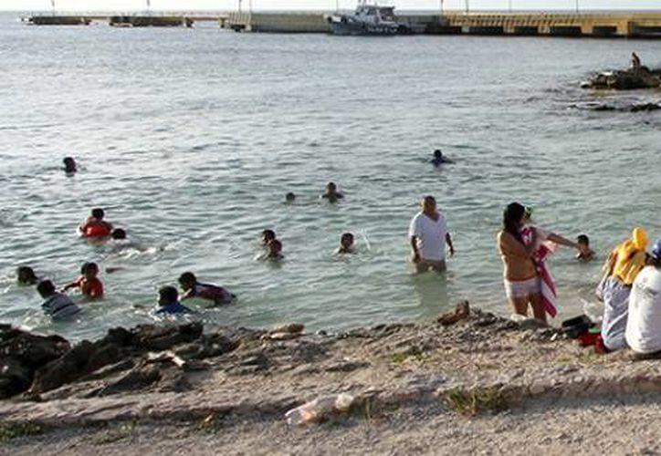 Se realizaron recorridos en las playas, en donde se observaron pocos bañistas. (Cortesía/SIPSE)