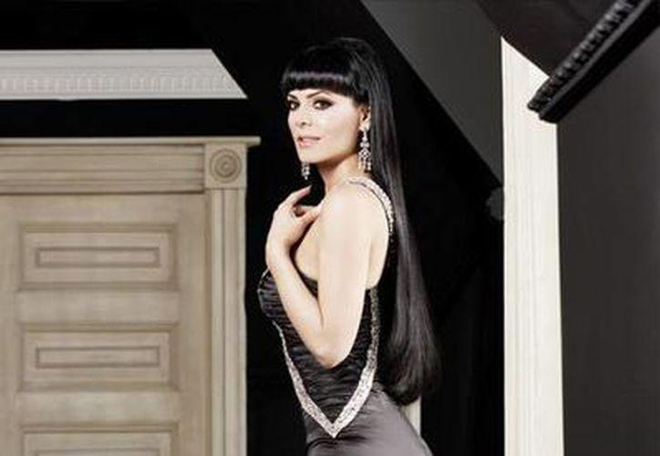 Maribel Guardia comenzó su carrera artística como modelo, pero también ha hecho trabajos en cine y televisión como cantante y actriz.