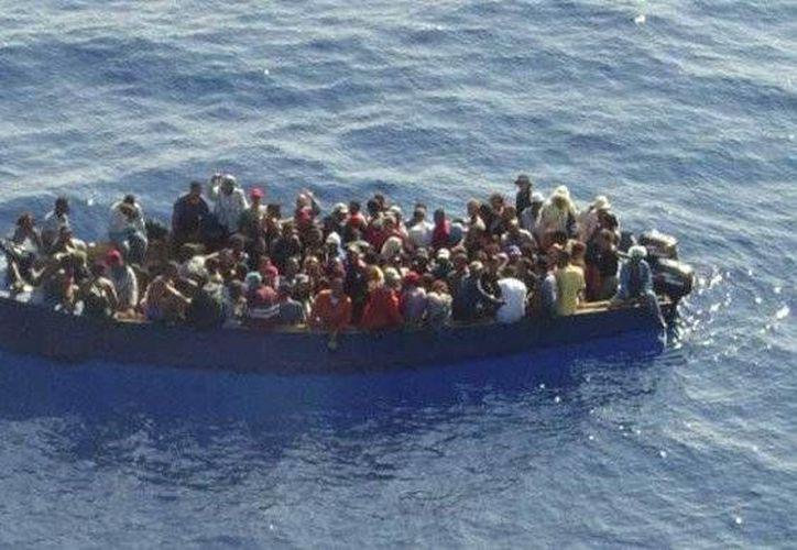 Seis dominicanos fueron rescatados de un naufragio cuando se dirigían a Puerto Rico. Al parecer en la lancha en la que viajaban había 20 personas. (hoy.com.do/Foto de contexto)