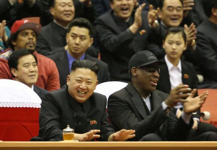 Rodman, el estadounidense más famoso que se reúne con Kim, dijo que sólo intenta estrechar lazos culturales entre Pyongyang y Washington a través del basquetbol. (Agencias)