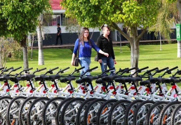 Todos los contribuyentes, excepto los asalariados y del régimen de arrendamiento podrán hacer valer las deducciones en la compra de bicicletas. Imagen de contexto solo para fines ilustrativos. (Archivo/Notimex)