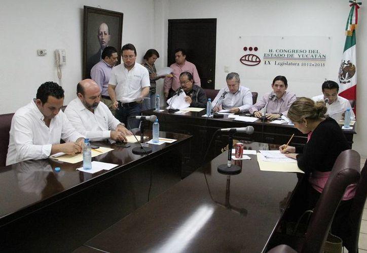 Diputados durante el análisis de las iniciativas de reformas a la Ley de Gobierno del Congreso del Estado de Yucatán. (SIPSE)