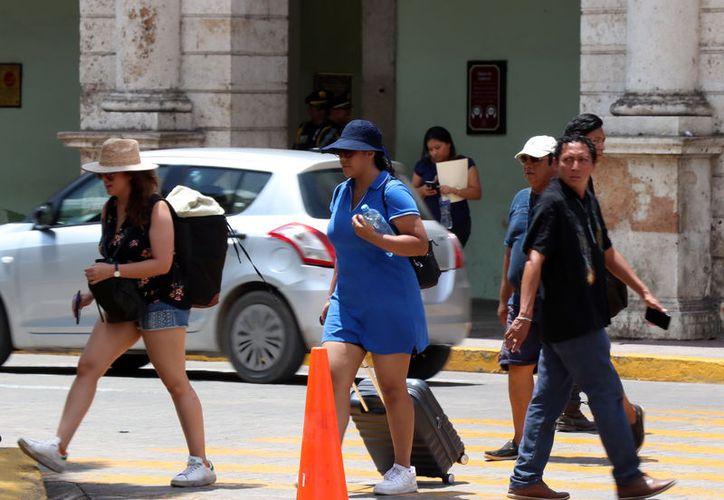Las vacaciones atraen a miles de turistas al Centro, pero aumenta el riesgo de accidentes. (Daniel Sandoval/Novedades Yucatán)